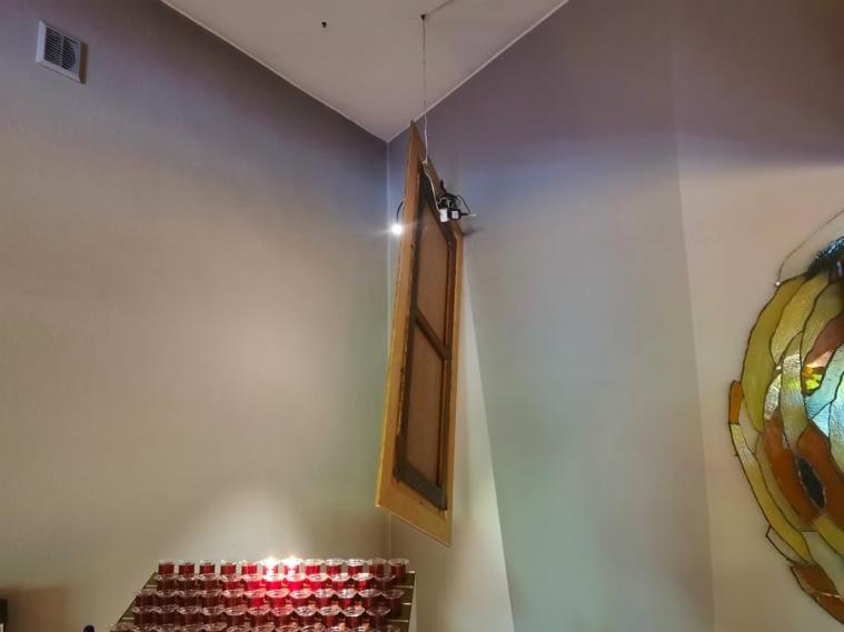 Zniszczenia dokonane przez wandala w kościele św. Maksymiliana Kolbego w Koninie