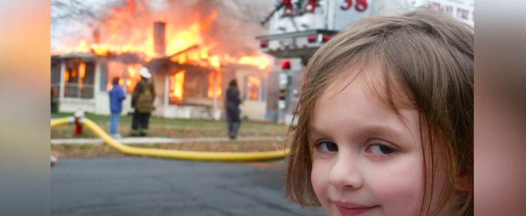 """Zoe Roth, czyli dziecko z mema """"disaster girl"""" zarobiła na swoim zdjęciu już ponad milion złotych"""