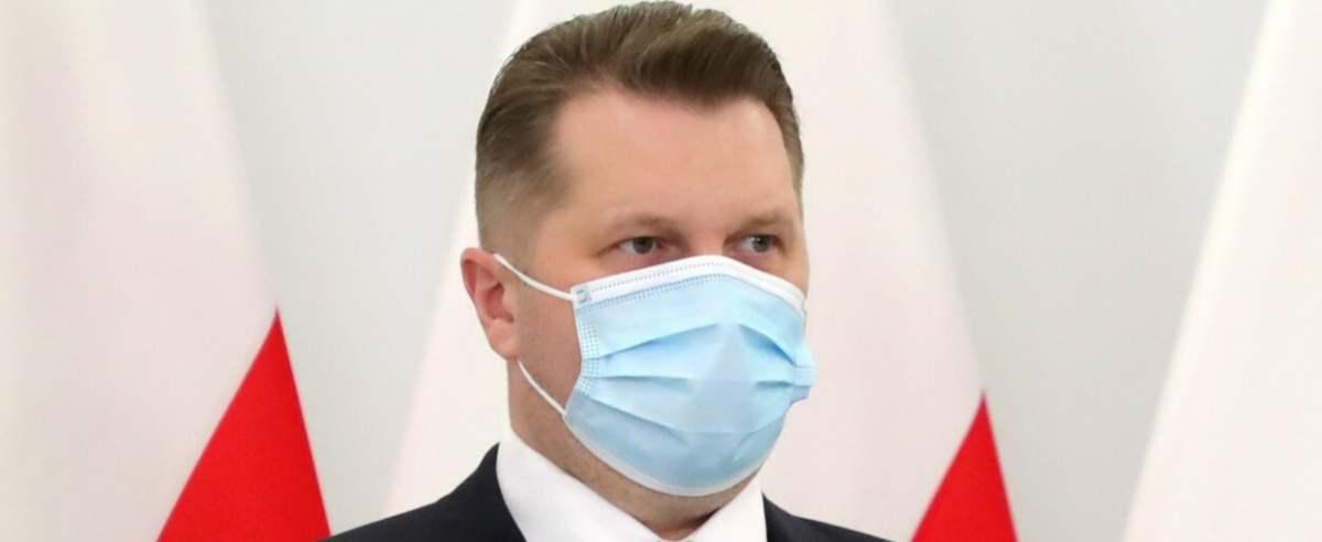 Minister edukacji i nauki Przemysław Czarnek potwierdził plany powrotu wszystkich uczniów do szkół w maju.