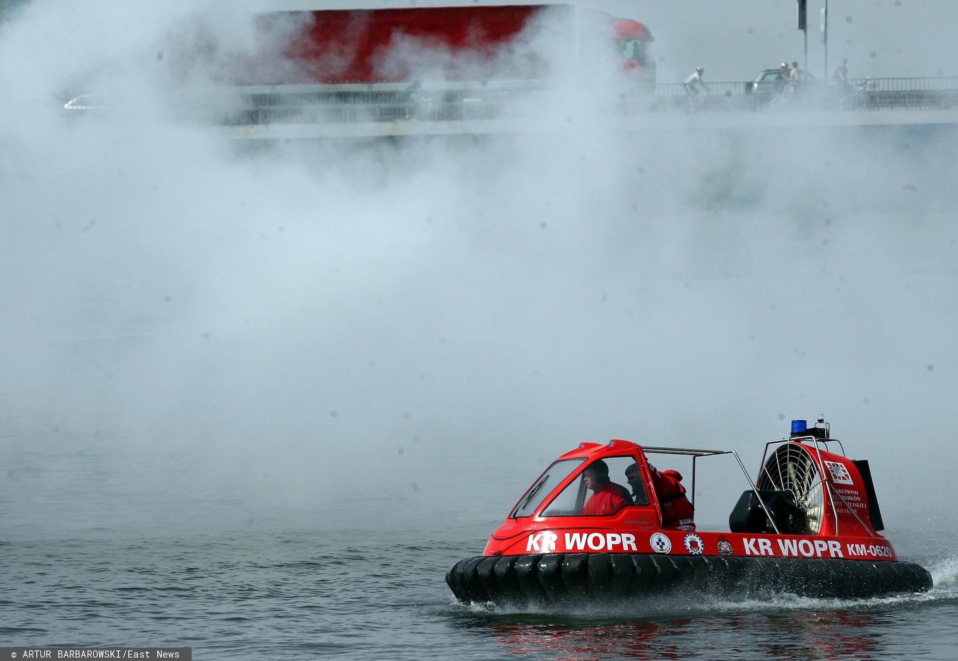 Pożar motorówki na jeziorze Jeziorak w Iławie
