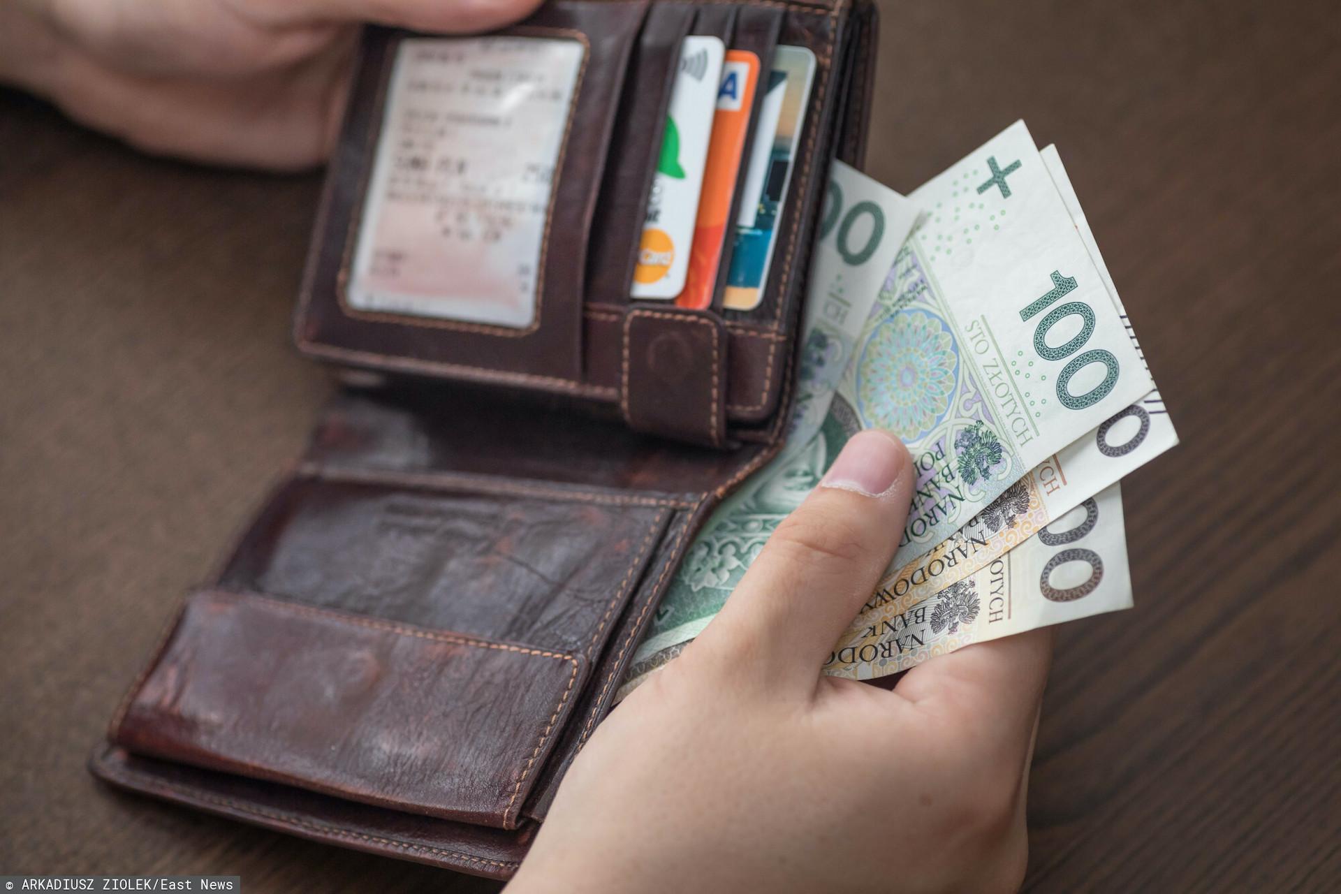 Rząd chce kontrolować to, ile pieniędzy trafia do nas w ramach comiesięcznego wynagrodzenia?