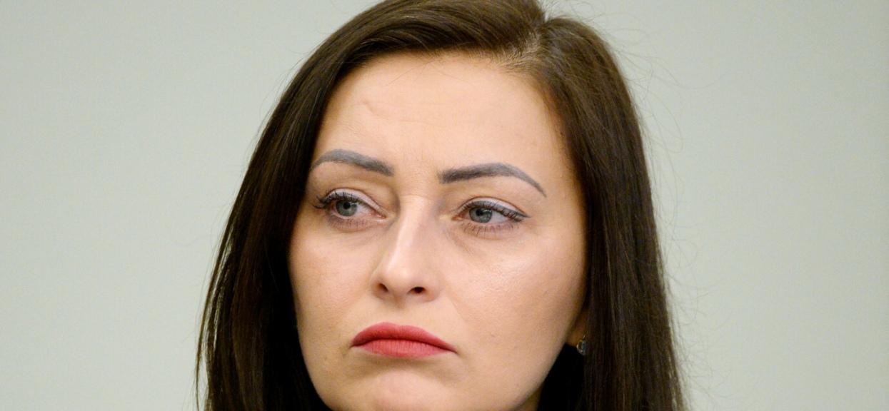 Posłanka PiS Małgorzata Janowska obawia siękonsekwencji dla jej rodziny za niezgodne z dyscypliną partyjną głosowanie w sprawie unijnego Funduszu Odbudowy.