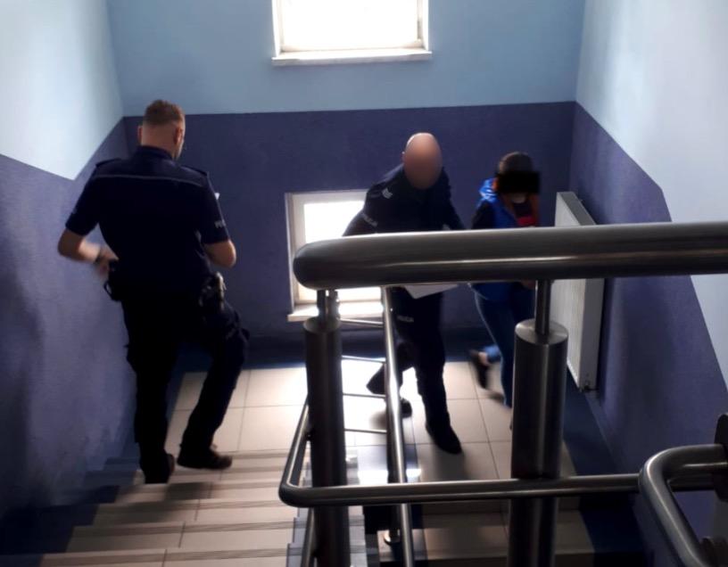 Policja w Karczewie zatrzymała 28-letnią kobietę