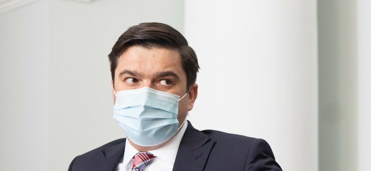 Rzecznik Ministerstwa Zdrowia Wojciech Andrusiewicz wyjaśnił wątpliwości dotyczące maseczek.