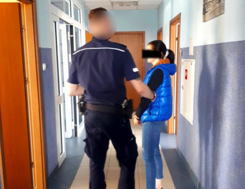 W Karczewie zatrzymana została 28-letnia matka, która gryzła swoje dziecko
