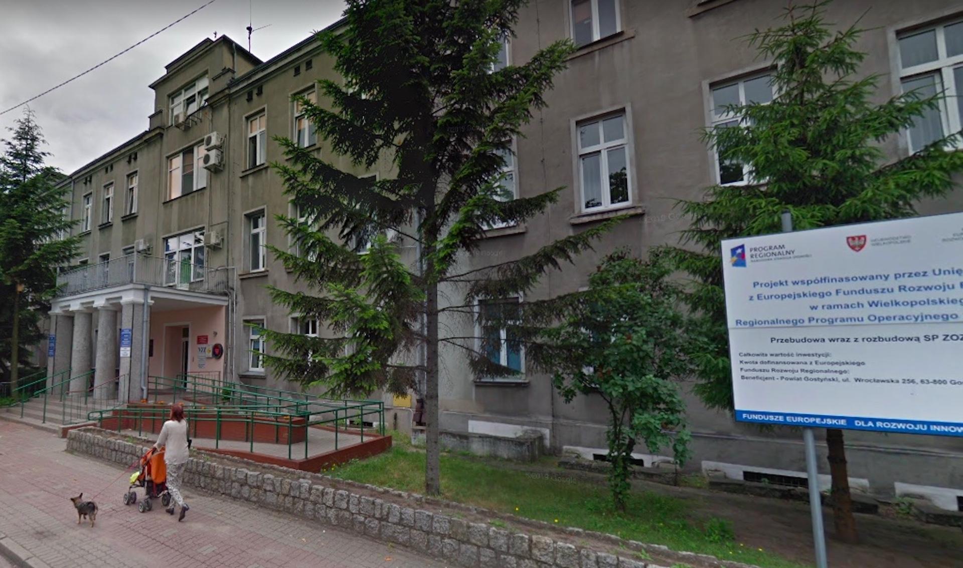 W szpitalu w Gostyniu z okna wypadł 65-letni pacjent