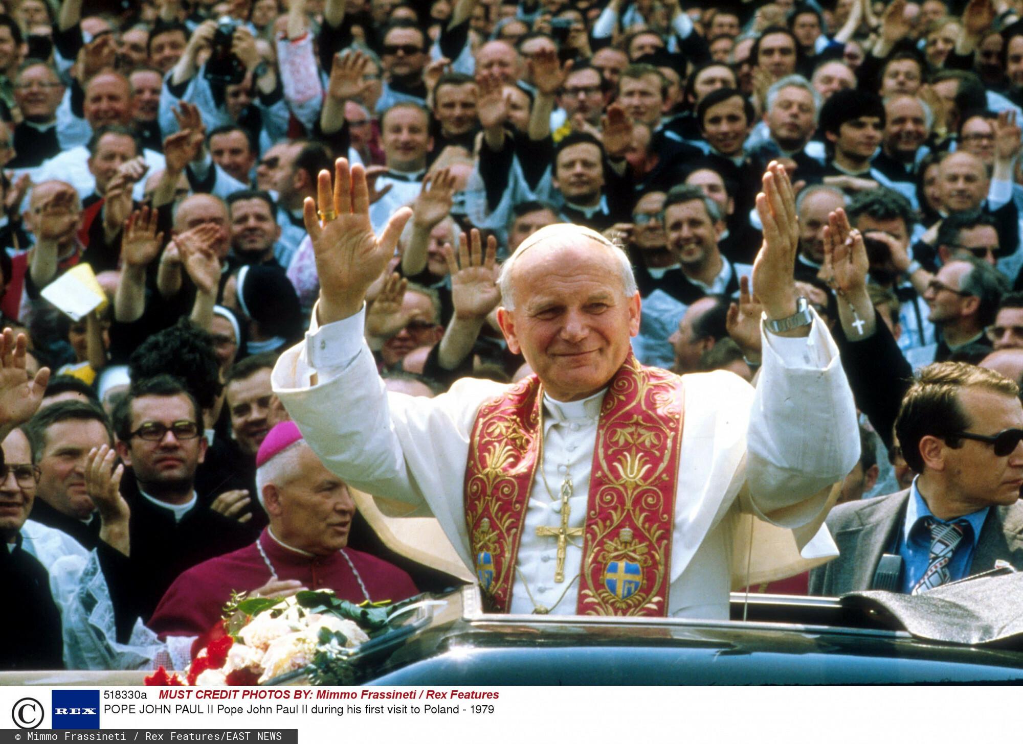 Jan Paweł II w trakcie pierwszej pielgrzymki do Polski.