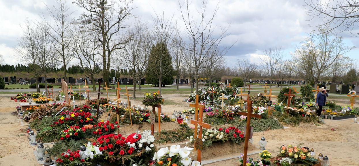 Koszty pogrzebu idą w tysiące złotych niezależnie od tego, czy zdecydujemy się na tradycyjny pochówek, czy na kremację.