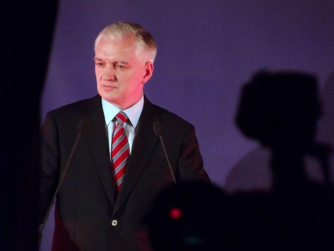 Jarosław Gowin przekazał, że Rada Ministrów zdecydowała o przedłużeniu obowiązywania Tarczy Branżowej na marzec i kwiecień.