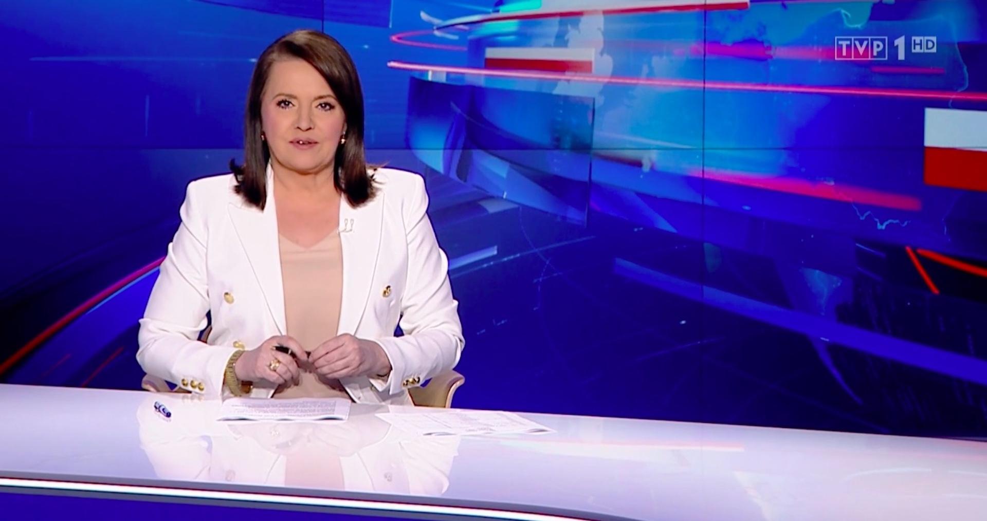 """Do studia """"Wiadomości"""" TVP nagle wjechał czołg z lufą skierowaną w Danutę Holecką"""