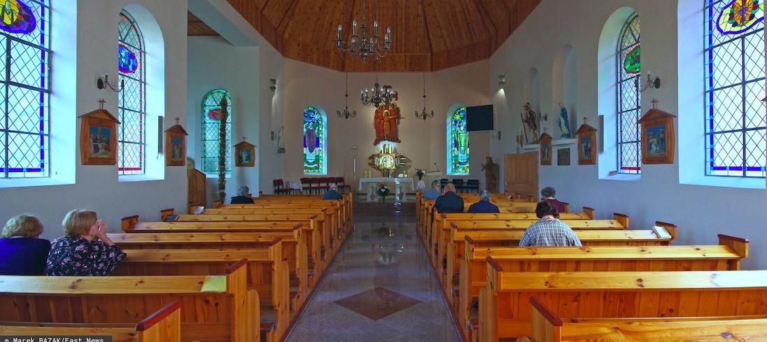 W Dusznikach-Zdroju mężczyzna groził księdzu w kościele atrapą broni