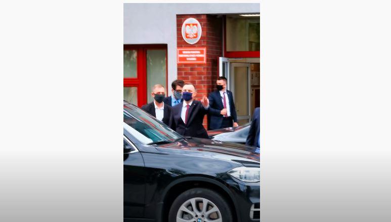 Andrzej Duda jakiś czas temu odwiedził mieszkańców Płońska. W trakcie ostatnich minut wizyty zrobiło się jednak nerwowo.