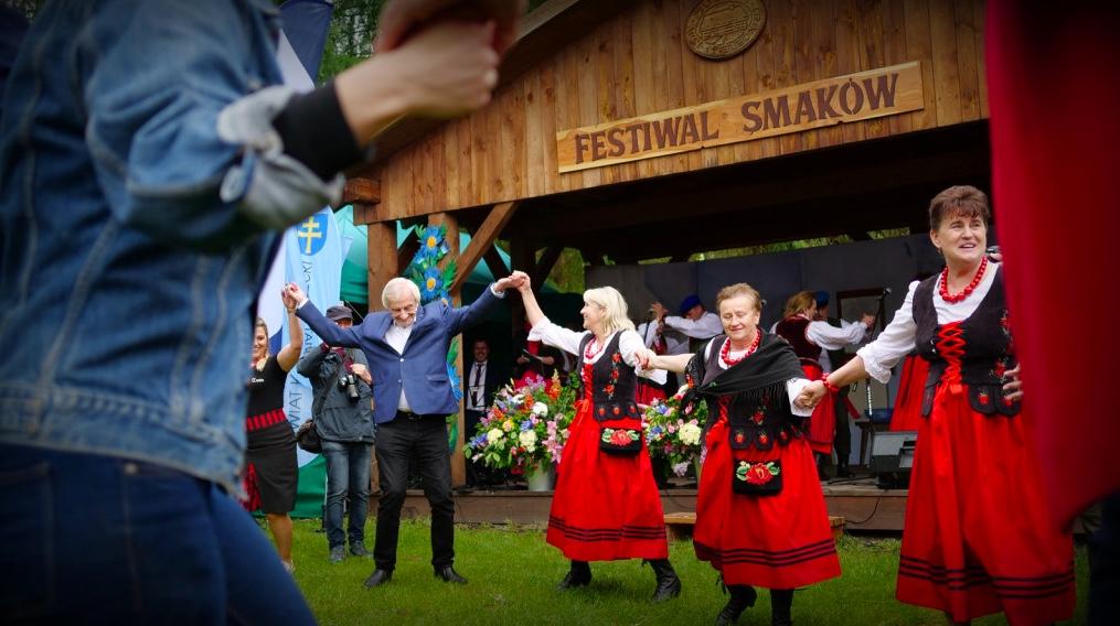 Ryszard Terlecki tańczy na Festiwalu Smaków