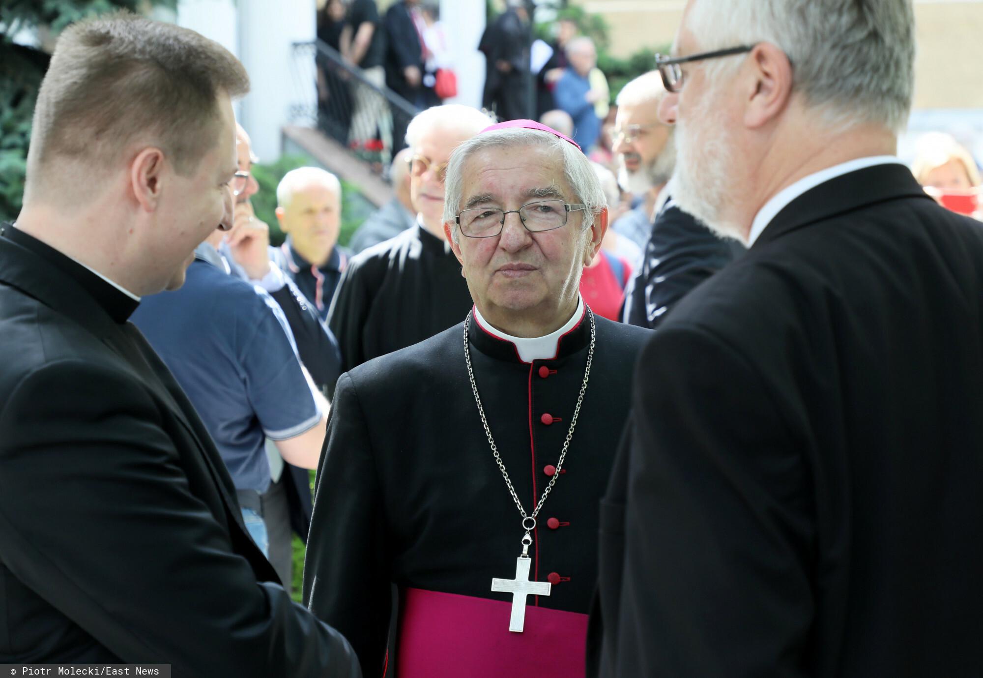 Abp Sławoj Leszek Głódź wpłacił pieniądze na Fundację św. Józefa, realizując tym samym wyrok Watykanu.