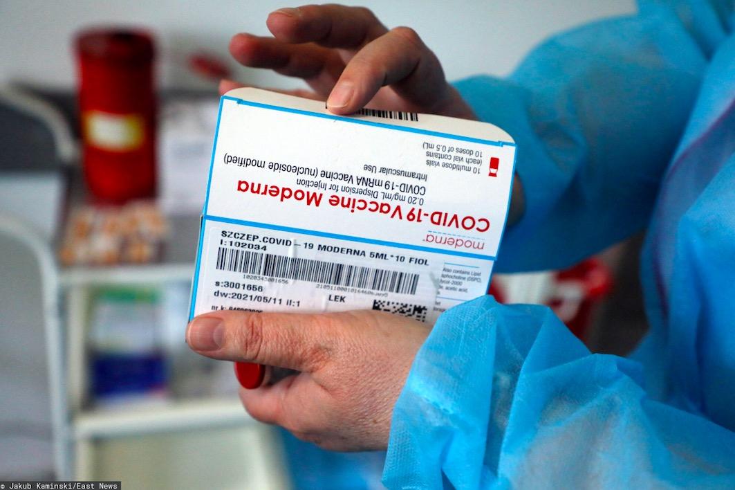 W Krakowie w trzech punktach przekładane są szczepienia preparatem Moderna