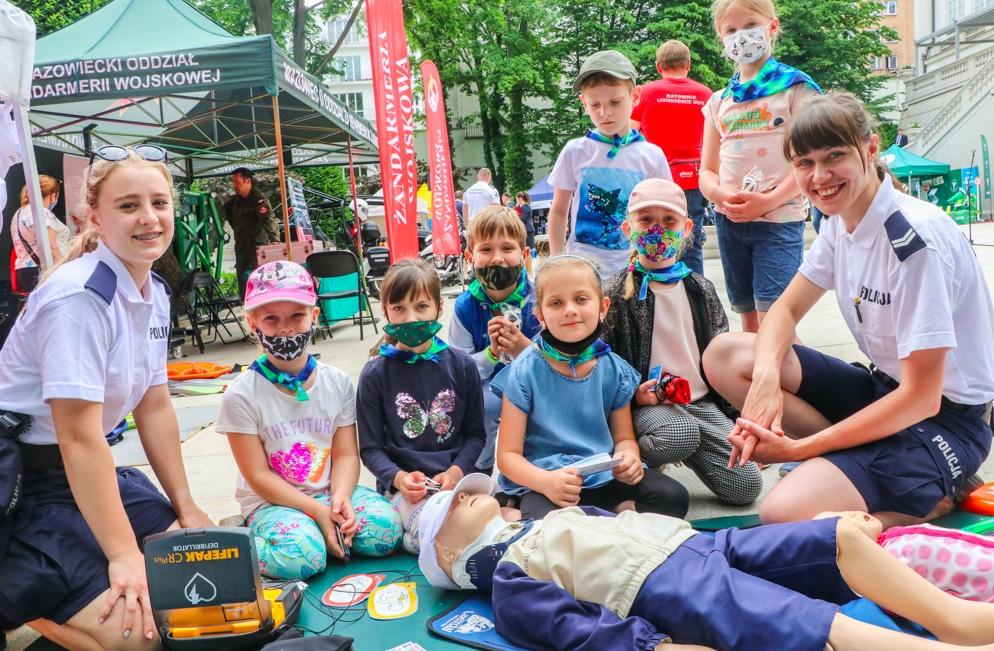 """Dzieci w czasie inauguracji """"Bezpiecznych Wakacji"""" brały udział w edukacyjnych zabawach"""