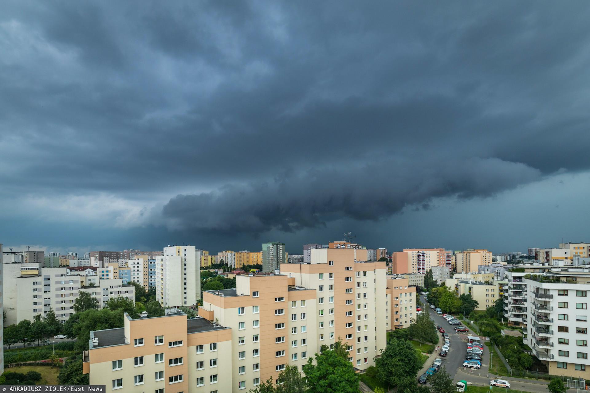 Grad, ulewy i burze nieustannie zagrażają mieszkańcom Polski. IMGW ostrzega konkretne regiony