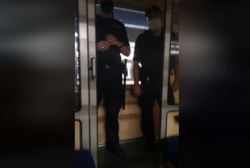 Pies powodem interwencji policjantów w jednym z jadących to Trójmiasta pociągów.