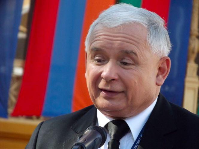 Jarosław Kaczyński ma grozić senatorom PiS, jeśli nie poprą tzw. piątki dla zwierząt.