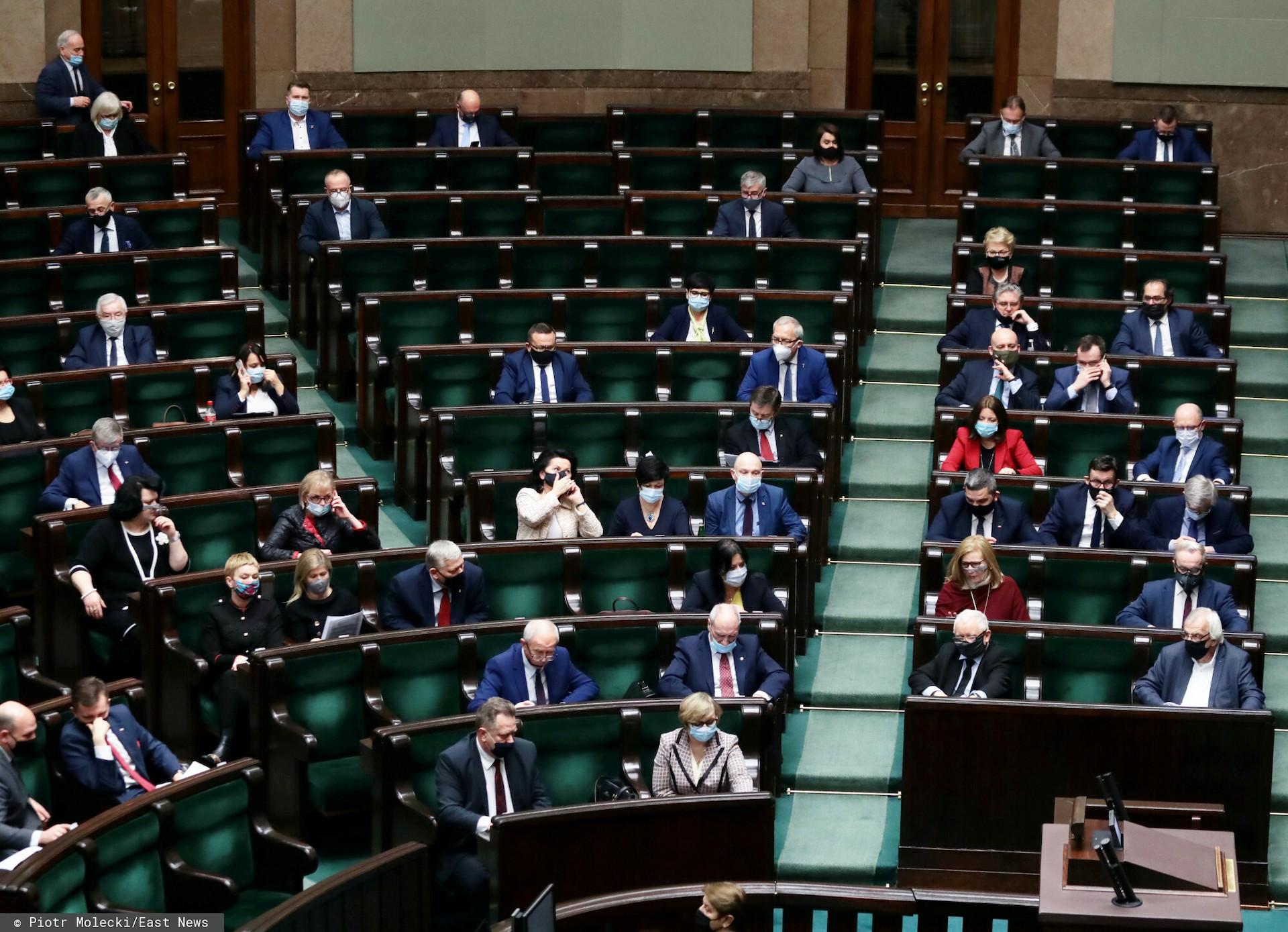 Nieoficjalne wiadomości mówią o tym, że PiS może stracić większość rządową