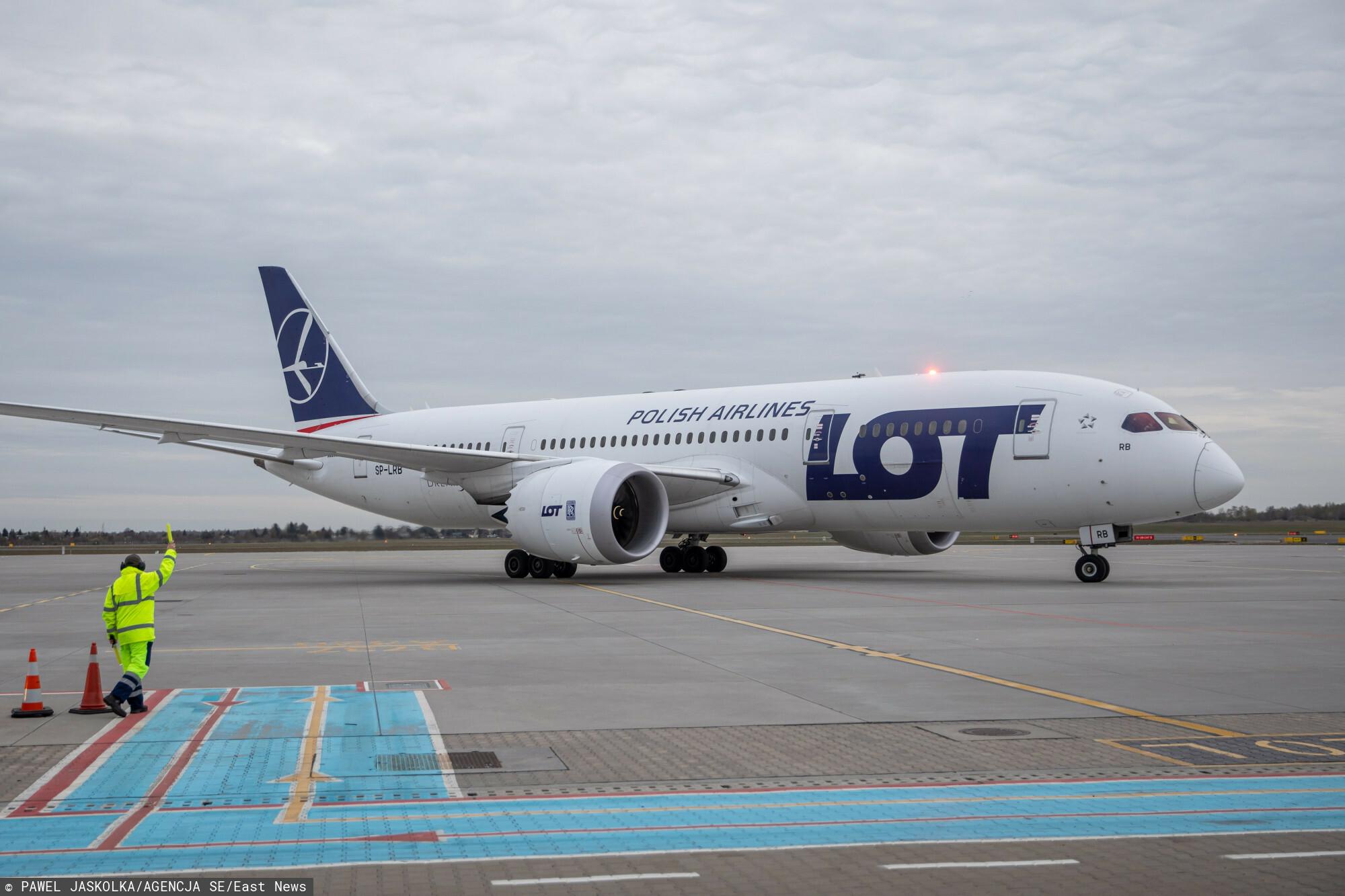 samolot polskich linii lotniczych LOT