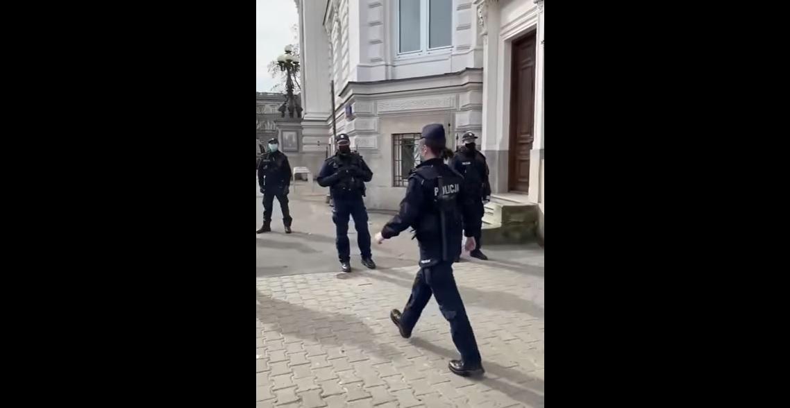 Policjantka nie odeszła ze służby