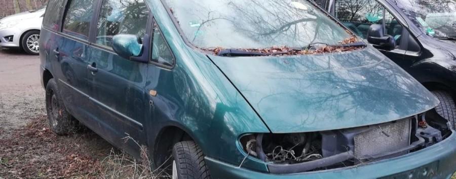 Behörden entfernen Schrottauto seit über zwei Jahren nicht