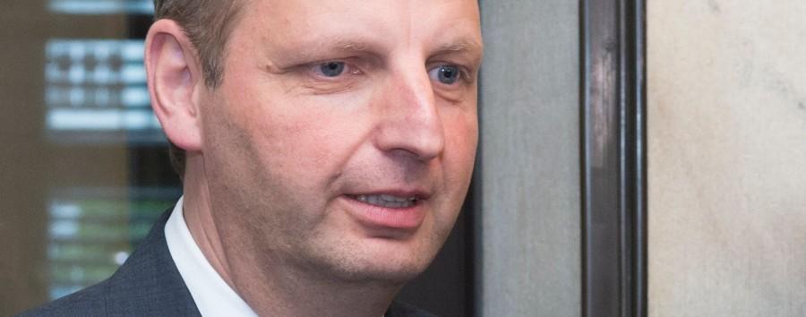 CDU-Abgeordneter warnt vor Antifa, während in Washington der rechtsradikale Mob tobt