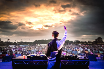 Patrick Topping rocks the crowd at the UK's Virgin Money Unity Arena. The temporary venue offers fans a well-spaced experience driven by covid regulations - but what if we gave fans more space for a better experience even when this is over?