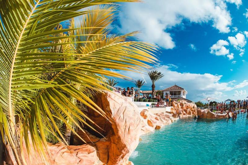 Tropical paradise of Sint Maarten