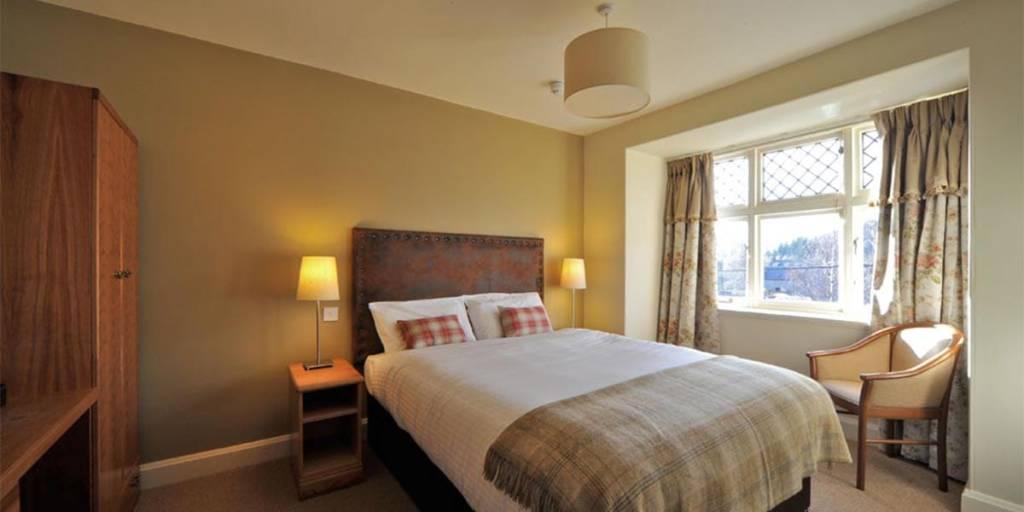 The-deesideInn-hotel-room