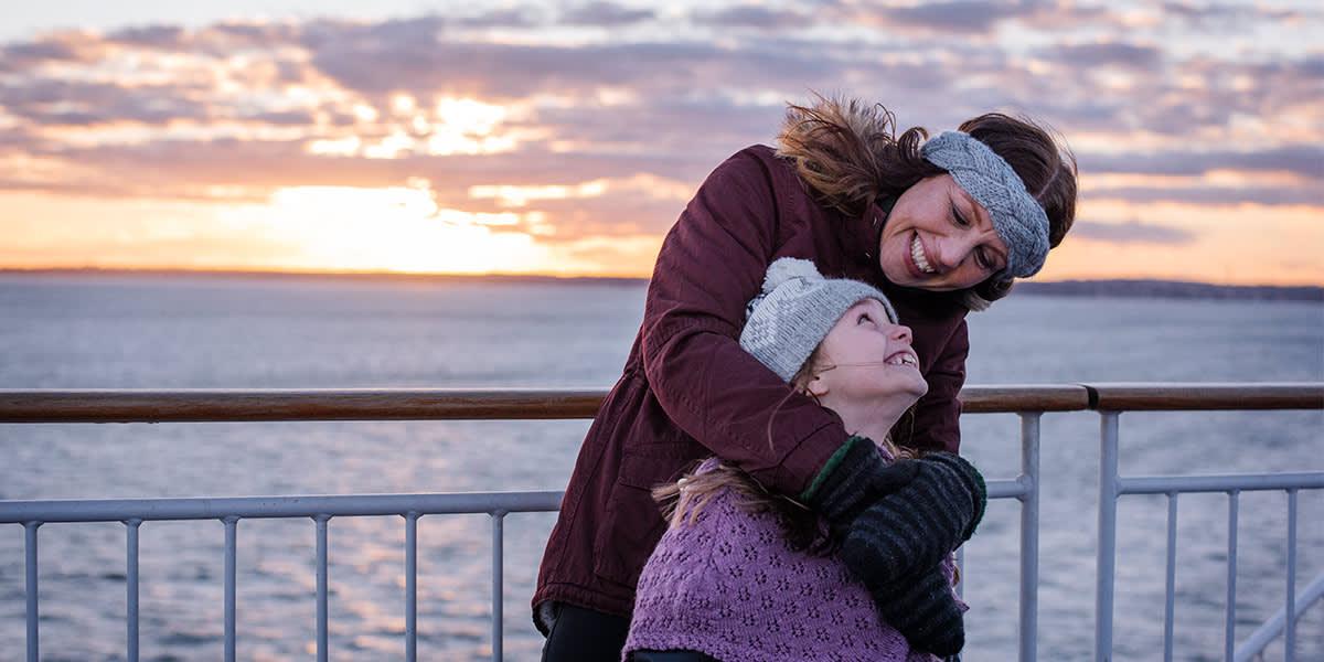 Mor og datter på dæk - vinter