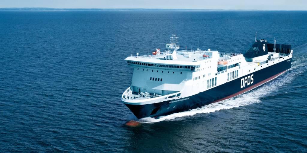 Regina Seaways Schiff am Meer