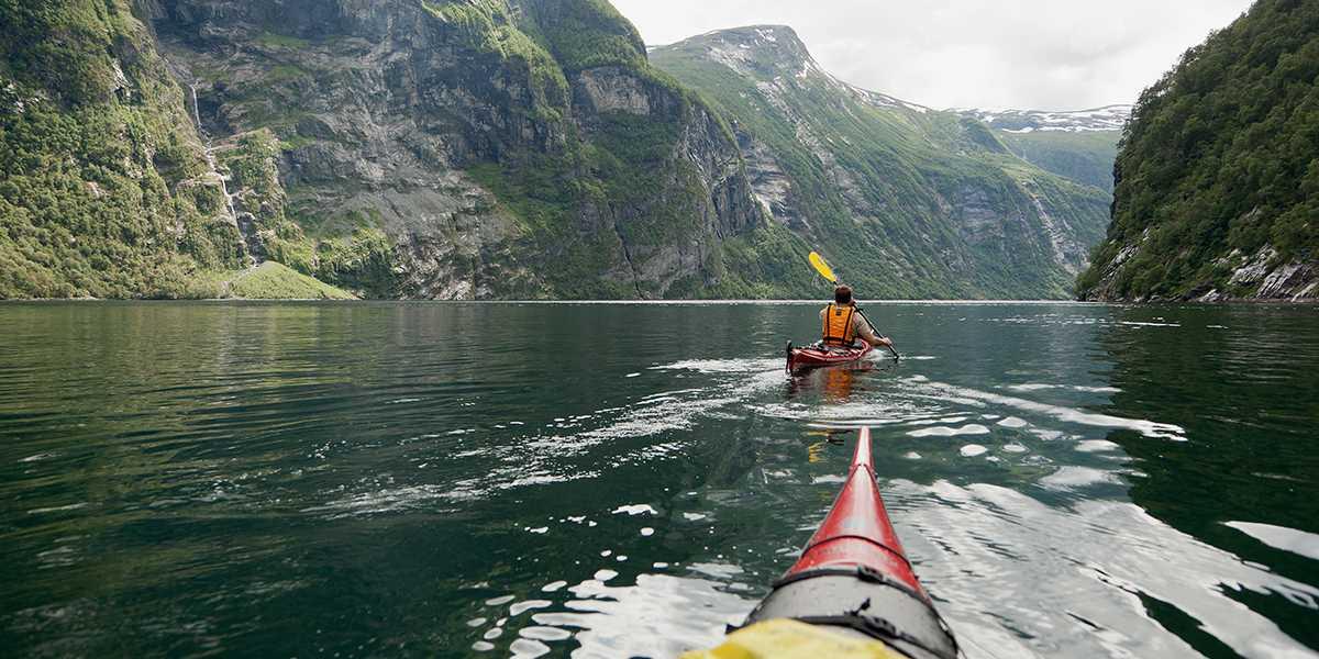 Natur i Norge - med kano på Geirangerfjorden - Photocredit Fredrik Schenholm - Visitnorway