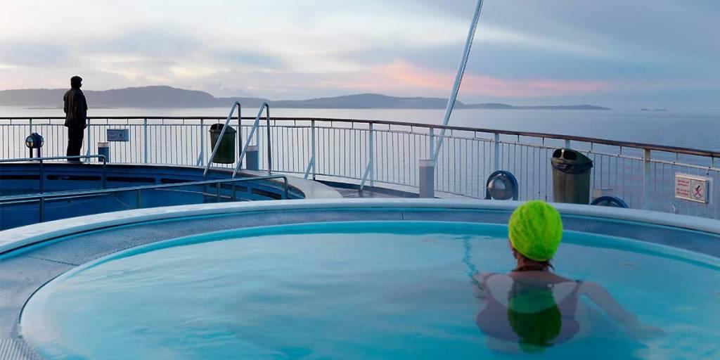 Basseng ute på dekk på Pearl Seaways