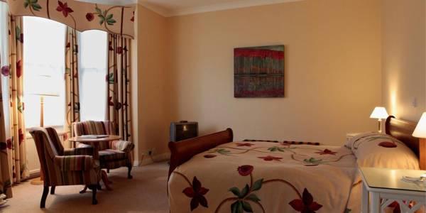 Green-hotel-room