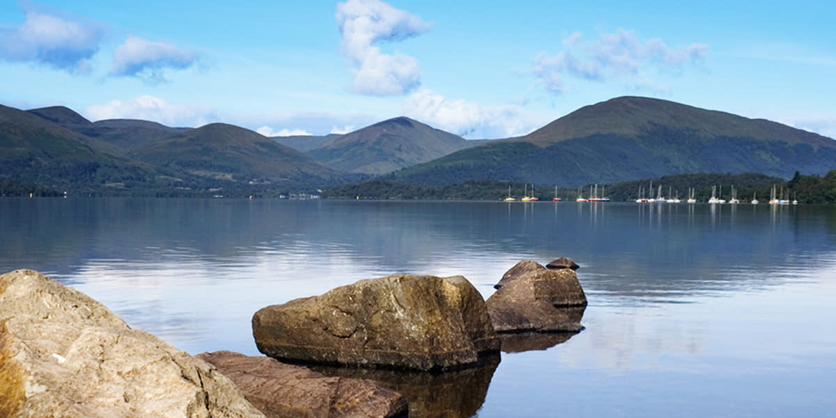 Blick auf den See in Loch Lomond