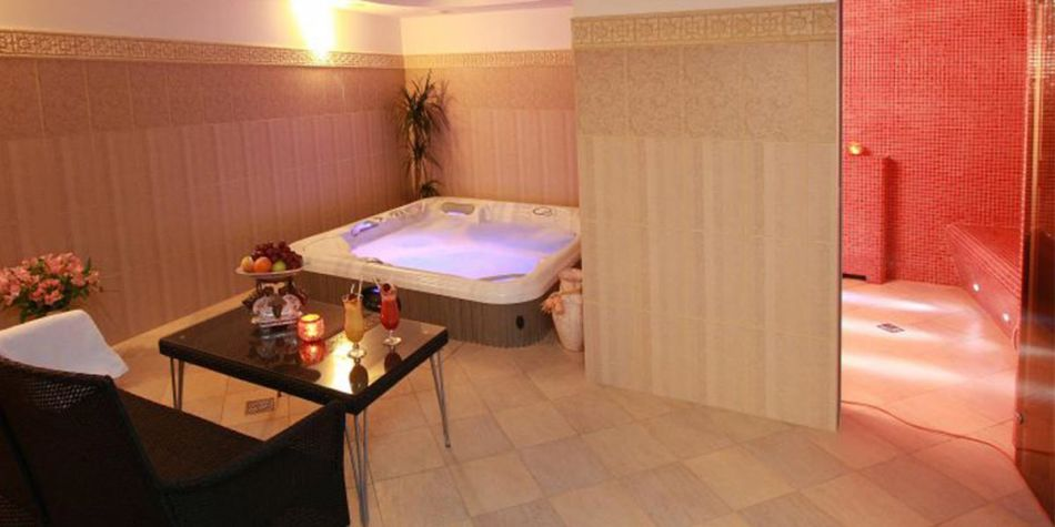 Nidus hotel spa with jacuzzi