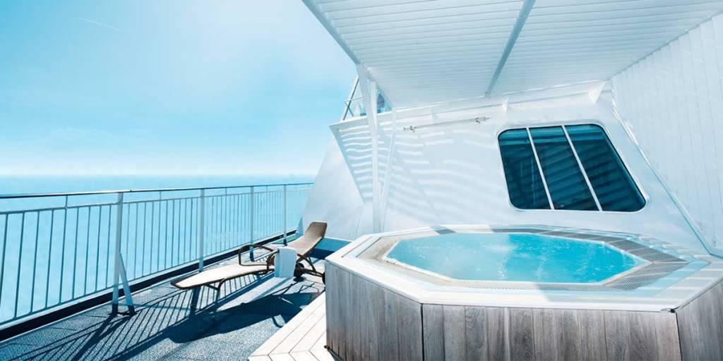 Owners Suite jacuzzi on Pearl Seaways
