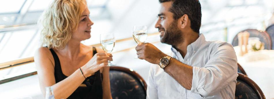 a-la-carte-restaurant couple dining white wine toast