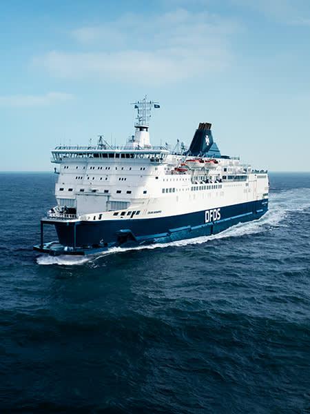 Prom płynący z Calais do Dover