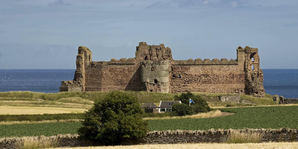 UNI 1200x600 high lands castles