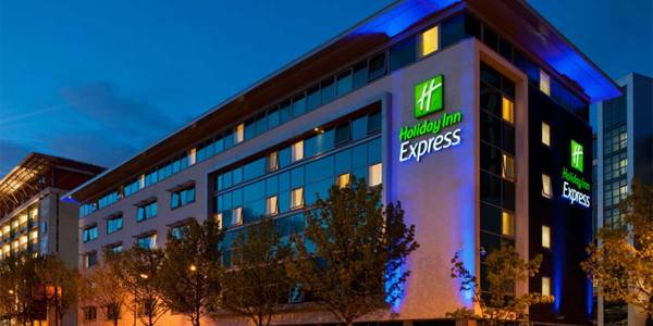 Holiday-Inn-express-hero