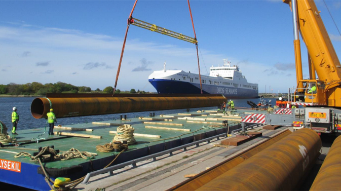 Loading cargo on a DFDS vessel