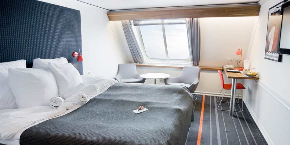 Double bed commodore cabin