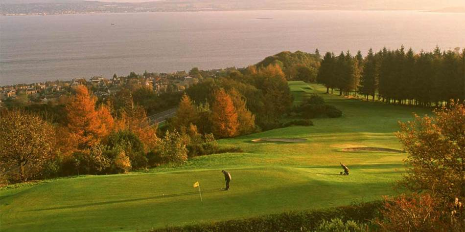 Play golf when travelling across the Scottish highlands