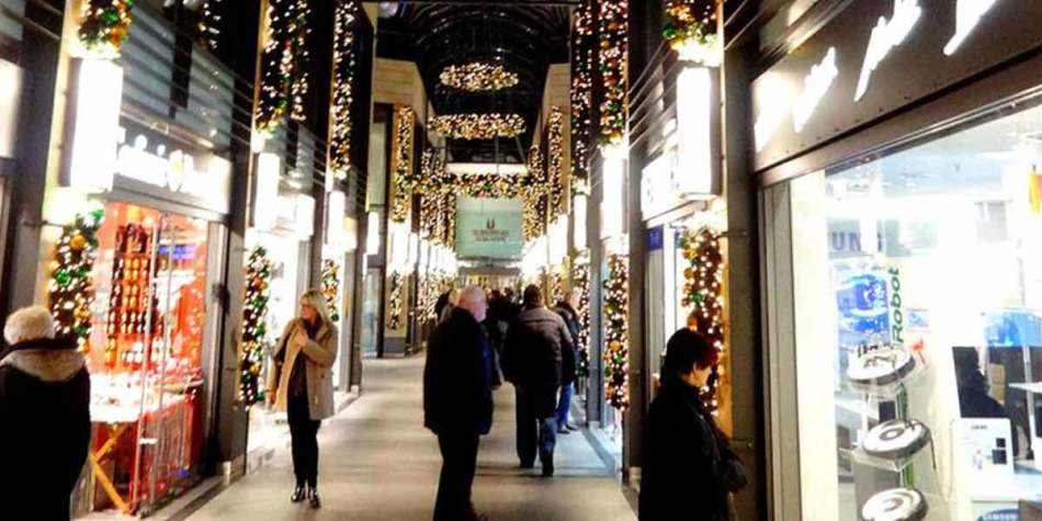 Shopping during Christmas in Bremen city centre.