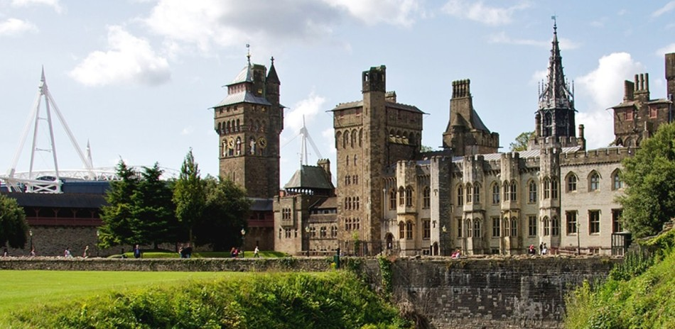 Cardiff Castle and green nature