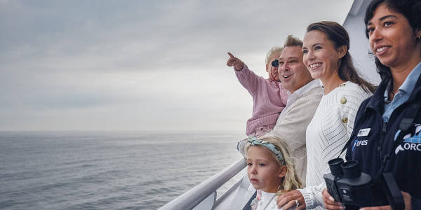 Familie nimmt an ORCA Wildlife Veranstaltung teil