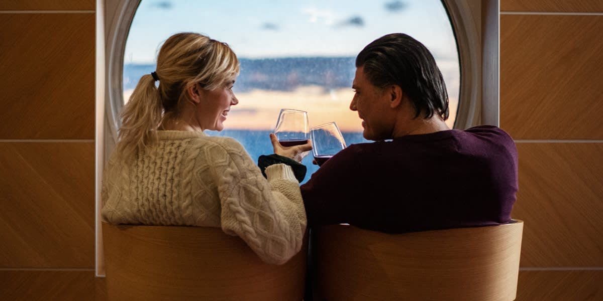 Par i vinbaren